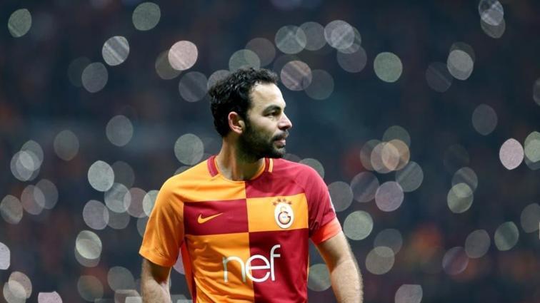 20 yıllık kariyer, 16 kupa! Türk futbolundan Selçuk İnan geçti
