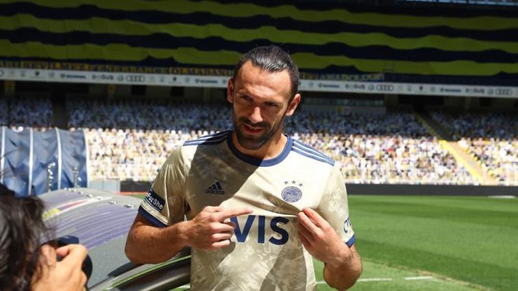 Fenerbahçe'den taraftara forma teşekkürü