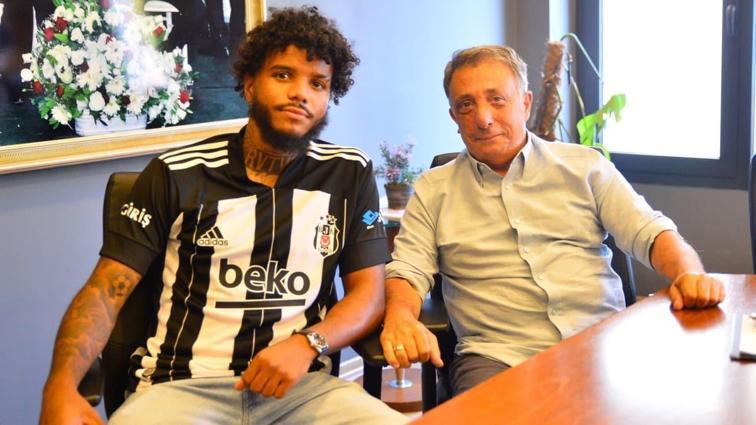 Beşiktaş Kulübü Başkanı Çebi, yeni transfer Rosier ile buluştu