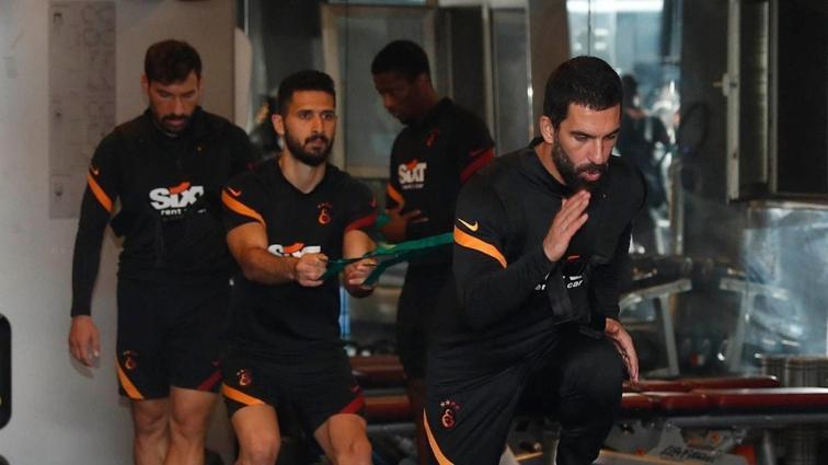 Galatasaray'da Emre Akbaba ve Saracchi takımla çalıştı