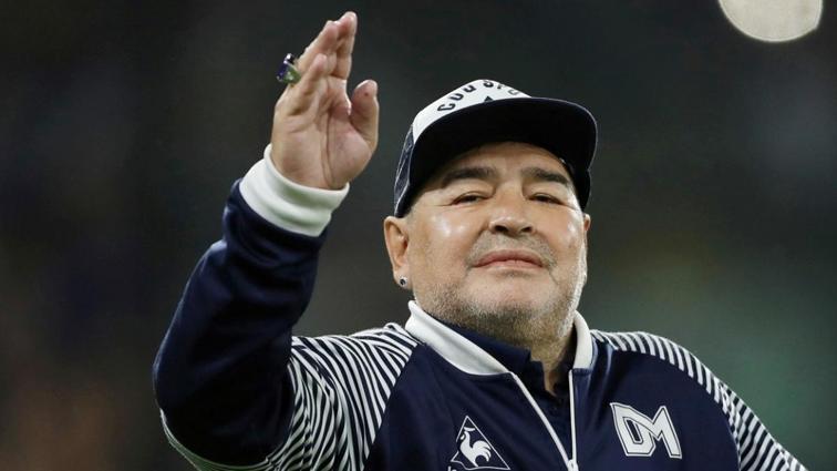 Fenalaşan Diego Armando Maradona hastaneye kaldırıldı