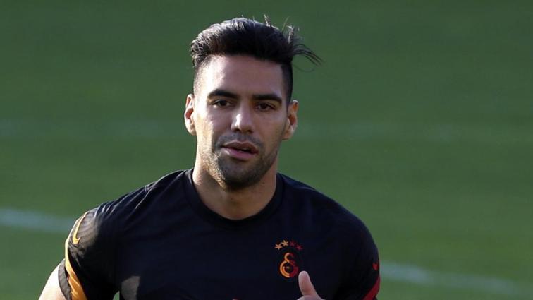 Galatasaray'da sakatlanan Radamel Falcao idmanı tamamlayamadı