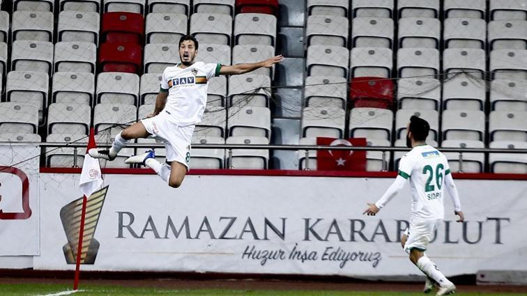 Son dakika haberi... Anlaşma sağlandı: Salih Uçan Galatasaray'da