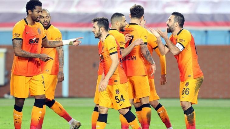 Galatasaray Trabzonspor karşısında 2 gol attı, 3 puanı kaptı
