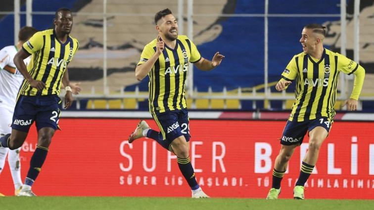 Fenerbahçe konuk ettiği Alanyaspor'u 2-1 mağlup etti