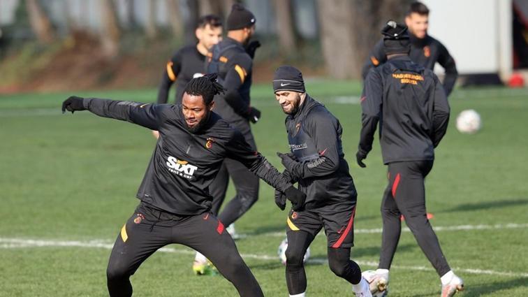 Derbi hazırlıklarını sürdüren Galatasaray taktik çalıştı