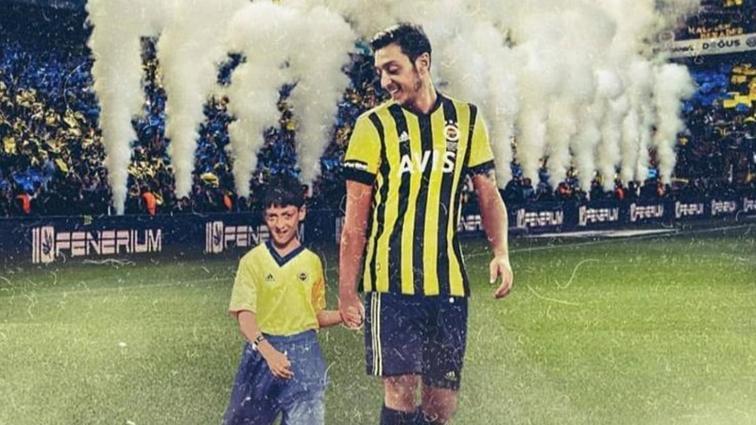 Mesut Özil'in Fenerbahçe formalı paylaşımına beğeni yağmuru