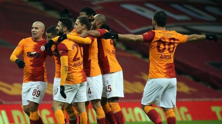 Galatasaray, zirvenin ensesinde