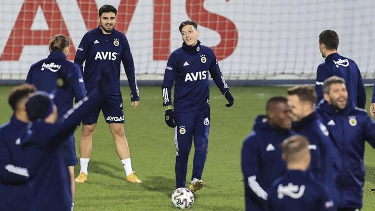 Fenerbahçe'nin eski yıldızlarından Mesut Özil'e hoş geldin