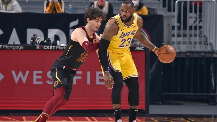 Cedi Osman'ın 20, LeBron James'in 46 sayı attığı maçı Los Angeles Lakers kazandı
