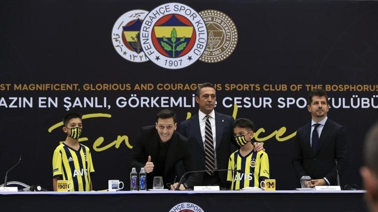 Son dakika: Mesut Özil, Fenerbahçe'ye imzayı attı