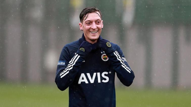 Fenerbahçe'de Mesut Özil ilk maçına çıkıyor! Hatayspor'a karşı...