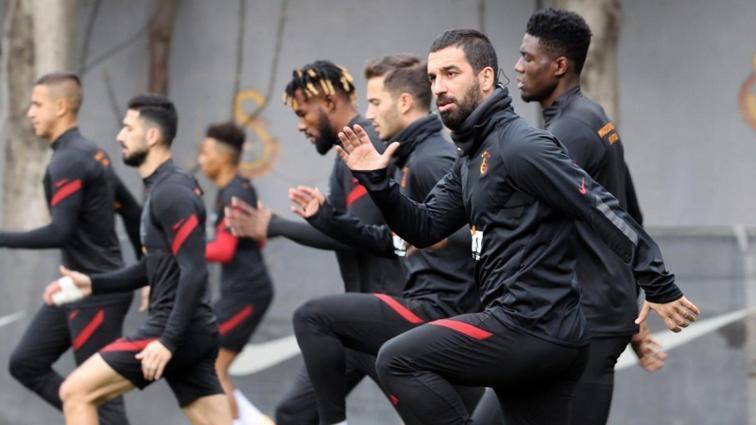 Galatasaray'da Feghouli saha adaptasyon çalışmalarına başladı