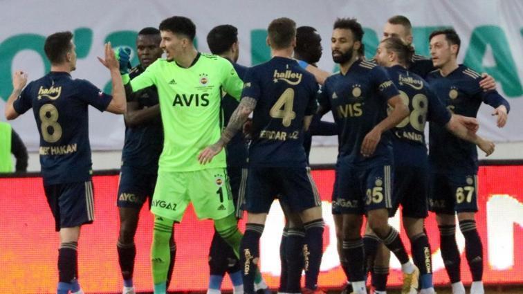 Fenerbahçe'de 5 futbolcu ceza sınırında bulunuyor