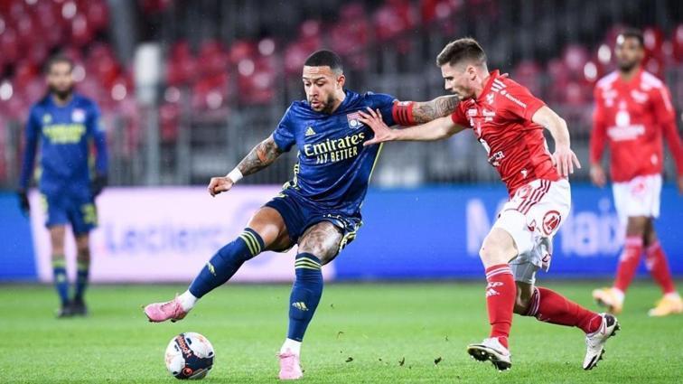 Lyon, Brest deplasmanında 3 golle galip gelerek zirveye uçtu