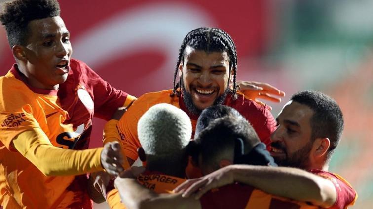 Galatasaray'da Yedlin, performansıyla alkış topladı