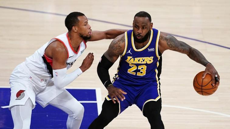 4 maçtır mağlup olan Los Angeles Lakers, LeBron James ile güldü
