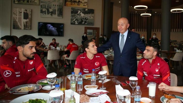 Nihat Özdemir'den milli takımımıza ziyaret