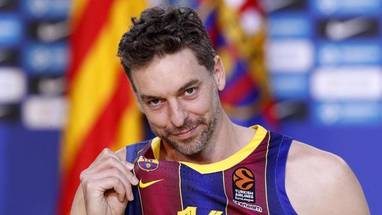Barcelona 20 yıl sonra geri dönen Pau Gasol'u tanıttı
