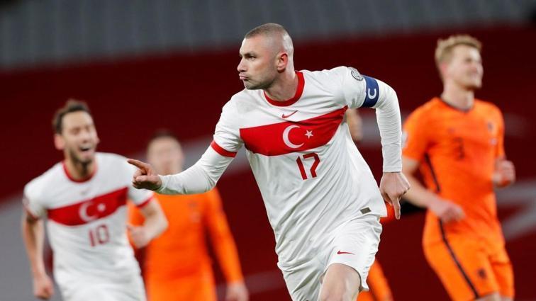 Hollanda basını milli maçı böyle gördü: Türkiye'de rezil olduk