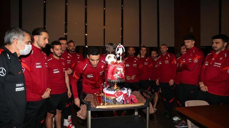 Milli Takım kampında Ozan Kabak'ın doğum günü kutlandı