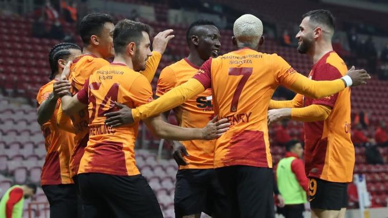 Galatasaray'da ayrılık rüzgarı! Yıldızlar bir bir ayrılıyor...