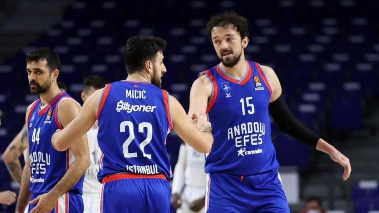 Anadolu Efes, EuroLeague'de Play-off'a katılmayı garantiledi