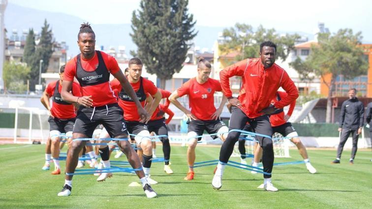 Galatasaray maçına hazırlanan Hatayspor pas ve taktik çalıştı