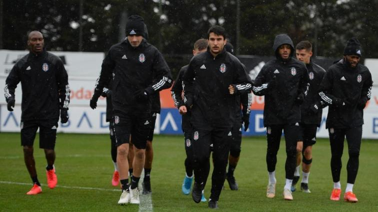 Beşiktaş pas, 5'e 2 ve şut çalışması yaptı