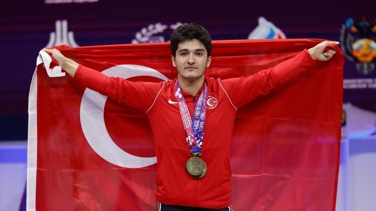 Muhammed Furkan Özbek, Avrupa Halter Şampiyonası'nda şampiyon oldu
