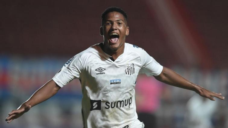 Santos'un genç forveti Angelo Gabriel tarihe geçti