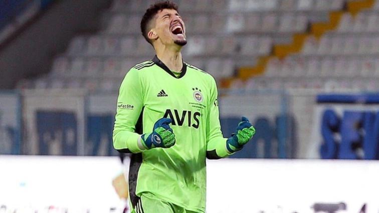 Son dakika Fenerbahçe haberleri... Altay Bayındır'ın nazarlığı! Maça damga vuran anlar