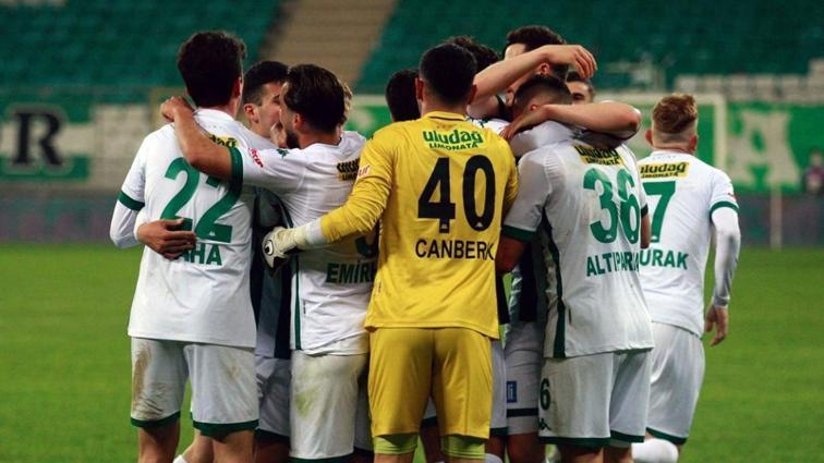 Bursaspor konuk ettiği Bandırmaspor'u 2-1 mağlup etti