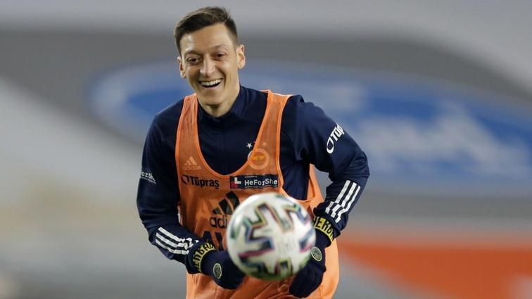 Fenerbahçe'de Mesut Özil geri dönüyor