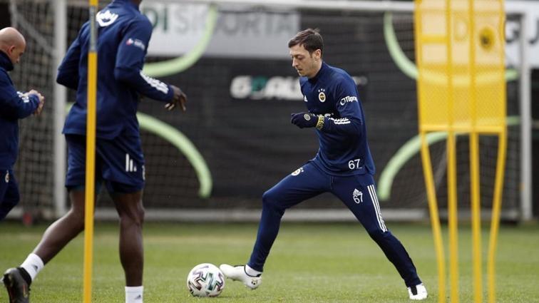 Fenerbahçe Mesut Özil ile ilgili kararını verdi