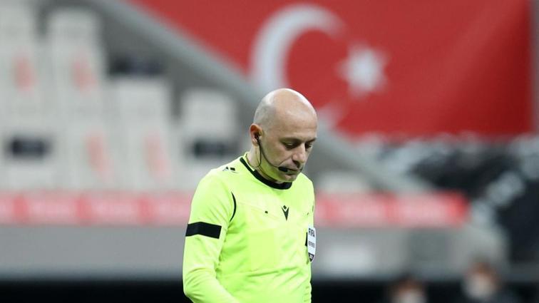 Adı Avrupa Süper Ligi'yle anılan Cüneyt Çakır'ın Türkiye'deki kariyeri bitebilir