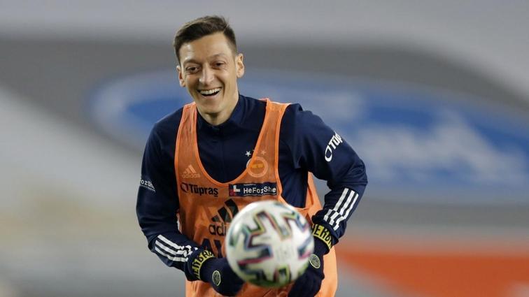 Mesut Özil yine gönülleri fethetti