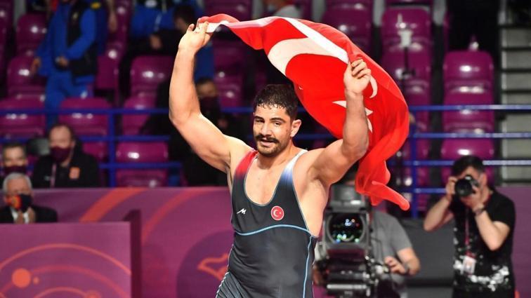 8. kez Avrupa şampiyonu olan Taha Akgül tarihe geçti