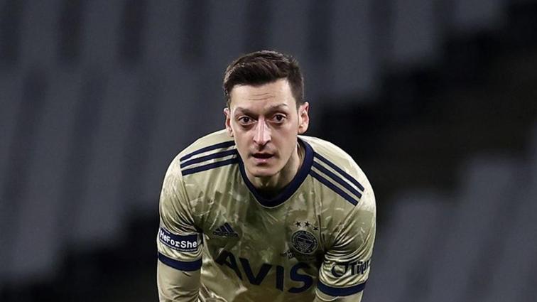 Fenerbahçeli Mesut Özil'den alkış alan hareket