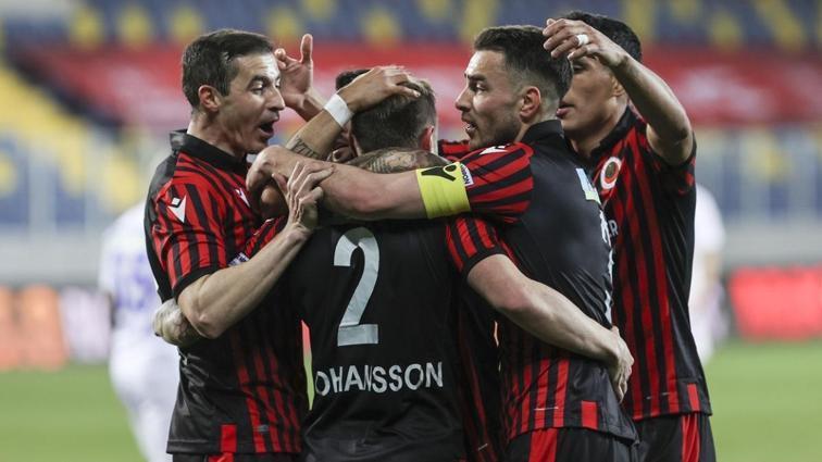 Gençlerbirliği konuk ettiği Çaykur Rizespor'u 2-1 mağlup etti