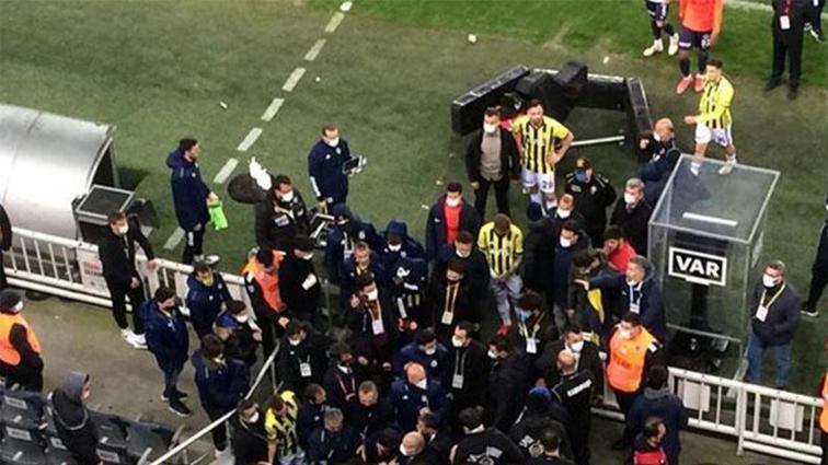 Başrolde Emre Belözoğlu ve Volkan Demirel: Kadıköy'de maç sonu gergin anlar...