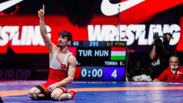 Kerem Kamal, güreşte Avrupa ikincisi oldu