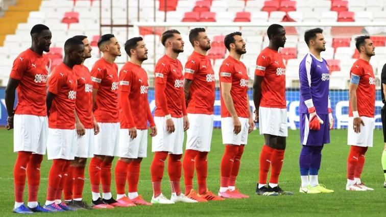 Sivasspor'dan beraberlik serisi! Süper Lig'de lider...
