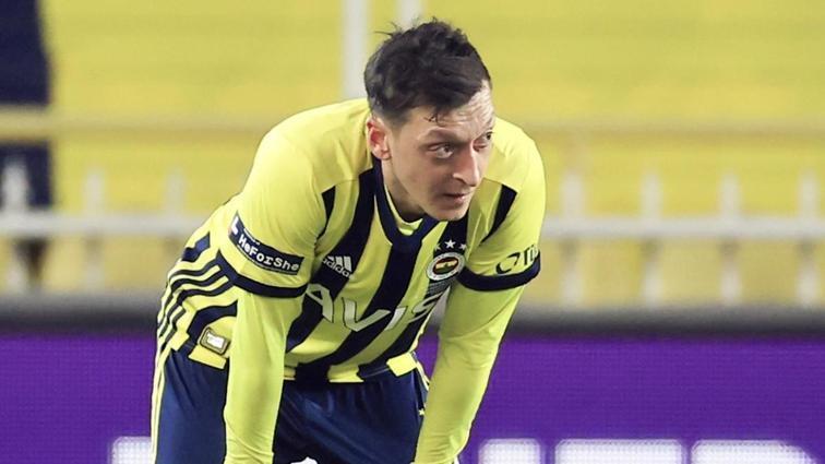 Arsenal'in hâlâ Mesut Özil'in maaşının yüzde 90'ını ödediği iddia edildi