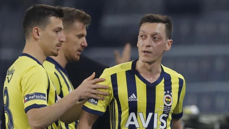 Mesut Özil'den Tottenham'ı kızdıran paylaşım: Tozlu kalıyor
