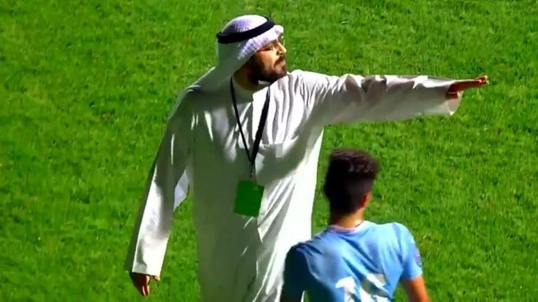 Al Salmiya Başkanı sahaya girip takımı sahadan çekti ve stat ışıklarını kapattı
