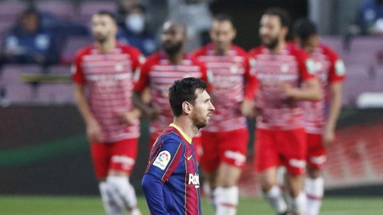 Barcelona liderlik için çıktığı maçta Granada'ya 2-1 mağlup oldu