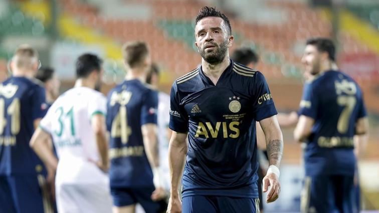 Fenerbahçe'de sağ bek boşa düştü! Gökhan da yok, Nazım da...