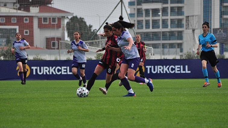 Turkcell Kadın Futbol Ligi'nde son 4 takım belli oldu