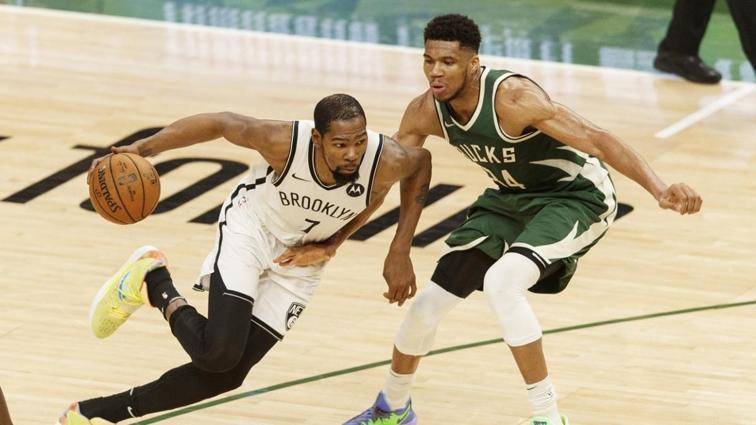 Giannis Antetokounmpo-Kevin Durant kapışmasının galibi Milwaukee Bucks oldu